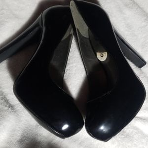 Size 8 patented leather 3 inch heel